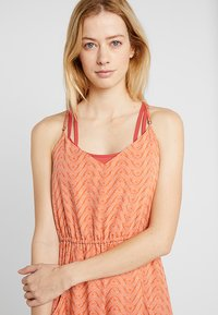 Patagonia - LOST WILDFLOWER DRESS - Freizeitkleid - sunset orange - 3