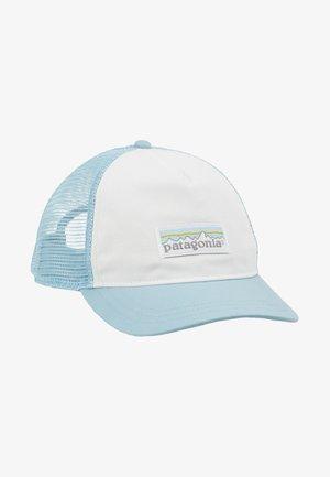 LABEL LAYBACK TRUCKER HAT - Pet - white/big sky blue