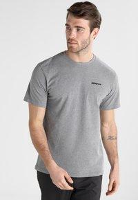 Patagonia - LOGO RESPONSIBILI TEE - T-shirt z nadrukiem - grey - 0