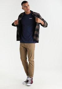 Patagonia - LOGO RESPONSIBILI TEE - T-shirt med print - classic navy - 1