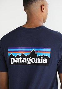 Patagonia - LOGO RESPONSIBILI TEE - T-shirt med print - classic navy - 5