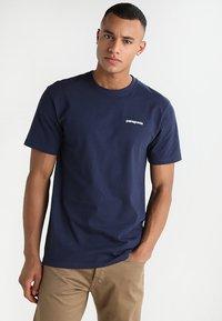 Patagonia - LOGO RESPONSIBILI TEE - T-shirt med print - classic navy - 2