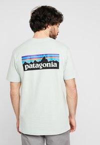 Patagonia - LOGO RESPONSIBILI TEE - Print T-shirt - lite distilled green - 2