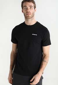 Patagonia - LOGO RESPONSIBILI TEE - T-shirt med print - black - 0