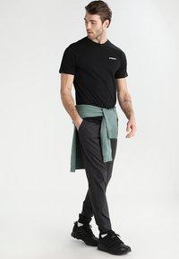 Patagonia - LOGO RESPONSIBILI TEE - T-shirt med print - black - 1