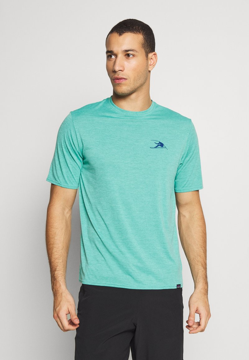 Patagonia - CAP COOL DAILY GRAPHIC - Camiseta estampada - turquoise