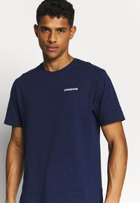Patagonia - LOGO ORGANIC - Camiseta estampada - classic navy - 3