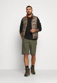 Patagonia - VENGA ROCK SHORTS - Sports shorts - industrial green - 1