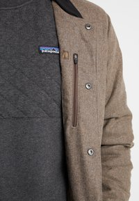 Patagonia - BOMBER - Outdoorjas - bristle brown