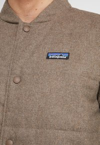 Patagonia - BOMBER - Giacca outdoor - bristle brown - 6