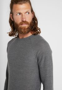 Patagonia - CAP AIR CREW - Jumper - forge grey/feather grey - 5
