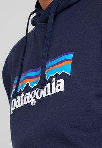 Patagonia - LOGO UPRISAL HOODY - Jersey con capucha - classic navy - 4