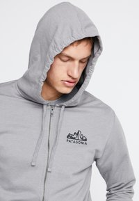 Patagonia - FITZ ROY SCOPE FULL ZIP HOODY - Felpa aperta - feather grey - 4