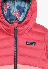 Patagonia - GIRLS REVERSIBLE HOODY - Down jacket - range pink - 4