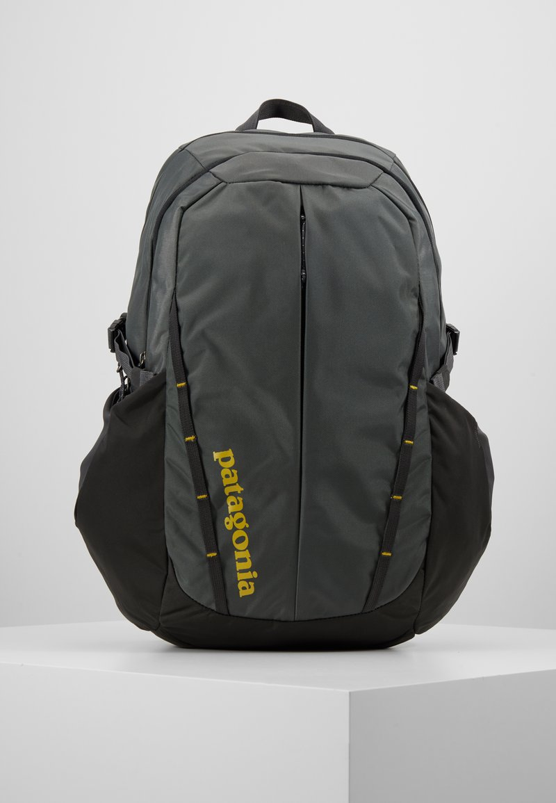 Patagonia - REFUGIO PACK 28L - Tagesrucksack - forge grey/green