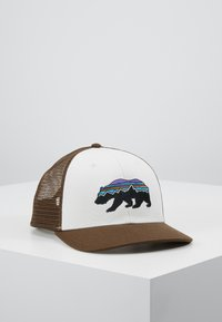 Patagonia - FITZ ROY BEAR TRUCKER HAT - Kšiltovka - white/bristle brown - 0