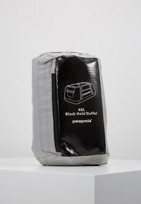 Patagonia - BLACK HOLE DUFFEL 40L - Sports bag - black - 6