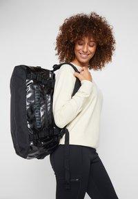 Patagonia - BLACK HOLE DUFFEL 40L - Sports bag - black - 8