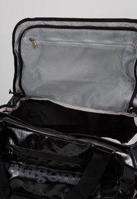 Patagonia - BLACK HOLE DUFFEL 40L - Sports bag - black - 4