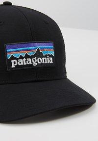 Patagonia - LOGO TRUCKER HAT - Keps - black - 2