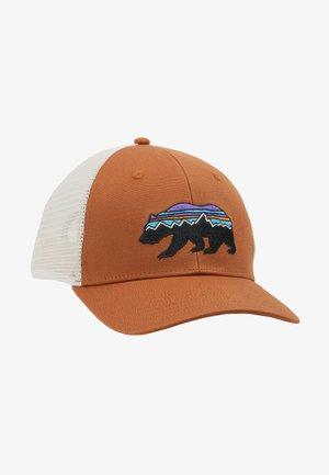 FITZ ROY BEAR TRUCKER HAT - Pet - earthworm brown