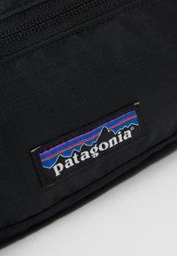 Patagonia - ULTRALIGHT BLACK HOLE MINI HIP PACK - Bältesväska - black - 2