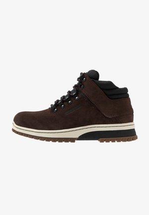 H1KE TERRITORY  - Šněrovací kotníkové boty - dark brown/black