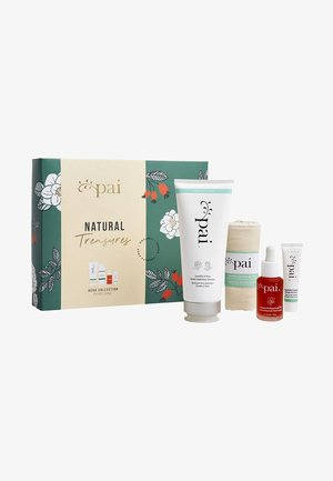 NATURAL TREASURES COLLECTION - Skincare set - -