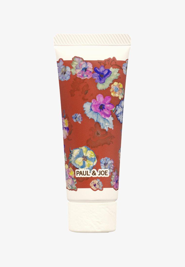 Paul & Joe Beaute - SILKY HAND CREAM - Hand cream - red flowers