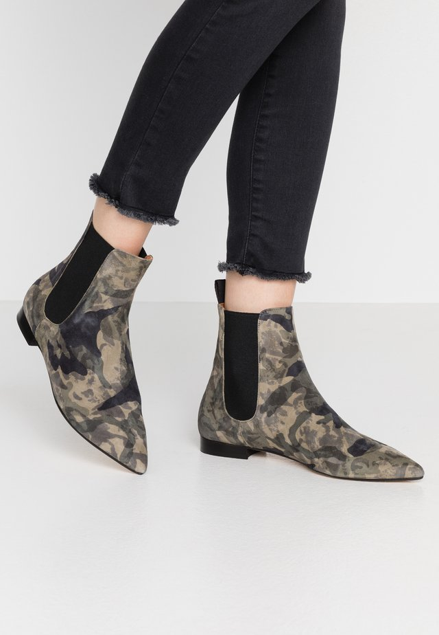 Classic ankle boots - military