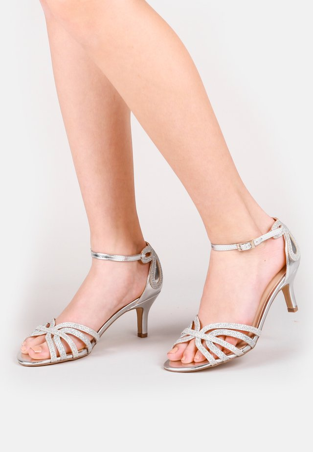 HARLEY WIDE FIT - Sandals - silver
