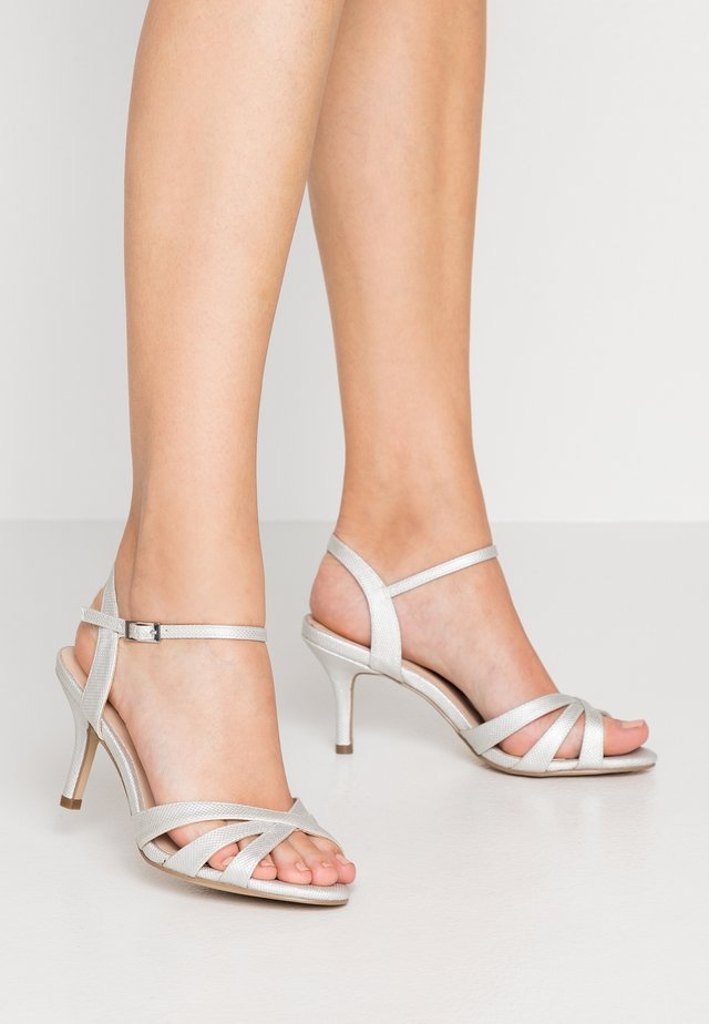 HERO WIDE FIT - Riemensandalette - silver