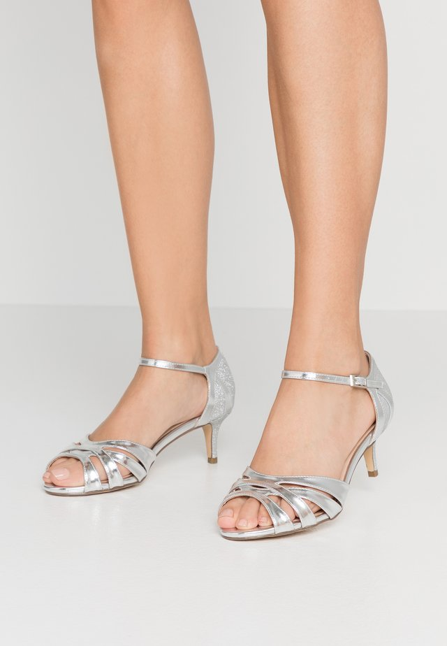 WIDE FIT HEATH - Riemensandalette - silver