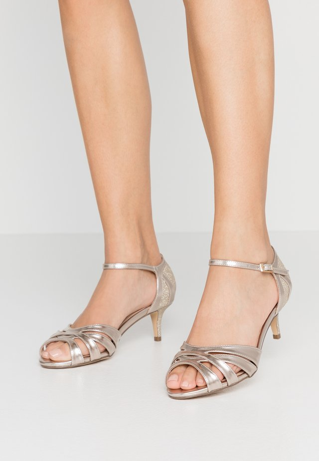 WIDE FIT HEATH - Riemensandalette - champagne