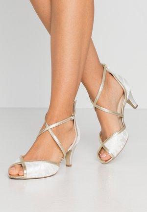 WIDE FIT BABEL - Zapatos de novia - ivory/champagne