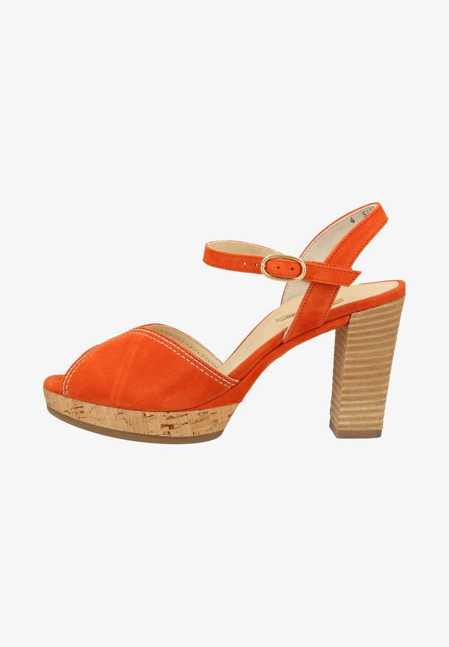 Sandały na obcasie - orange