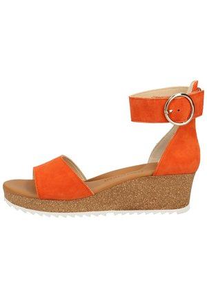 Sandaler m/ kilehæl - orange 16