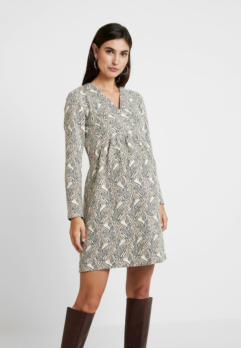 Paula Janz Maternity - DRESS SOUFFLE NURSING - Pletené šaty - white