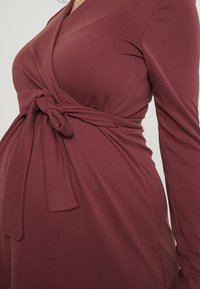 Paula Janz Maternity - DRESS BRASILIA NURSING - Robe en jersey - berry - 5