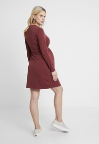 Paula Janz Maternity - DRESS BRASILIA NURSING - Robe en jersey - berry - 2