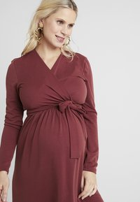Paula Janz Maternity - DRESS BRASILIA NURSING - Robe en jersey - berry - 3
