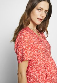 Paula Janz Maternity - DRESS APRIL SHOWER - Day dress - coral - 3