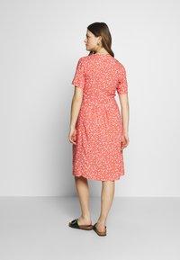 Paula Janz Maternity - DRESS APRIL SHOWER - Day dress - coral - 2