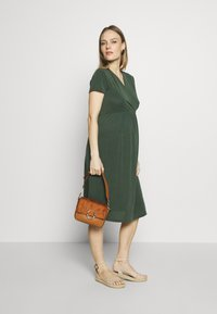 Paula Janz Maternity - Sukienka z dżerseju - jungle green - 1