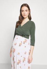 Paula Janz Maternity - WRAP - Long sleeved top - jungle green - 0