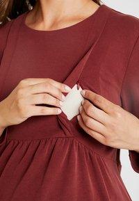 Paula Janz Maternity - NURSING - Top sdlouhým rukávem - berry - 4