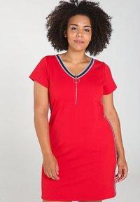 Paprika - MIT SPORTSWEAR-STREIFEN - Korte jurk - red - 0