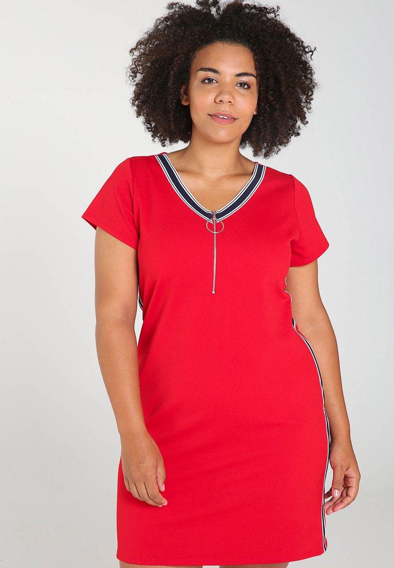Paprika - MIT SPORTSWEAR-STREIFEN - Korte jurk - red