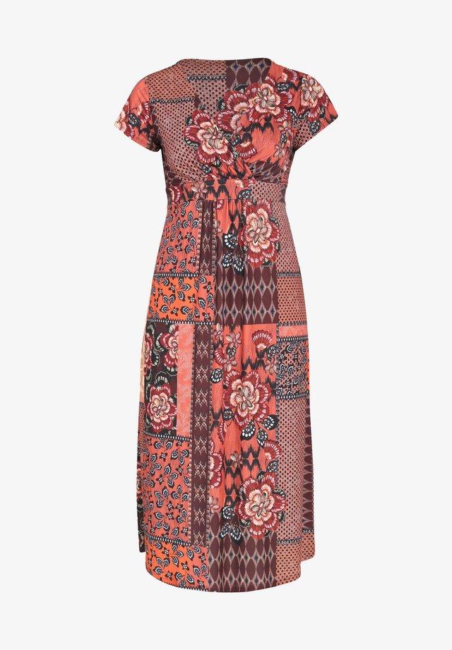 MIT PATCHWORK-PRINT IM ETHNO-LOOK - Sukienka letnia - orange