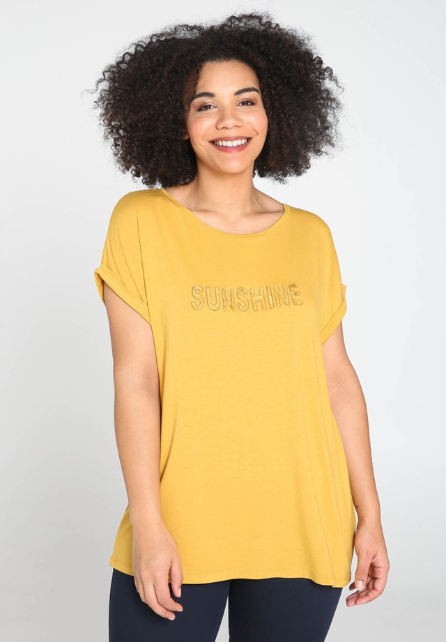 SUNSHINE - T-shirt imprimé - ocher